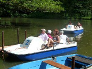 Seniorentreff beim Tretbootfahren